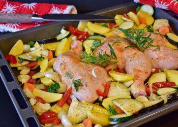 Pulpe taranesti cu legume la cuptor - sfatulparintilor.ro - pixabay_com - chicken-2997398_1920