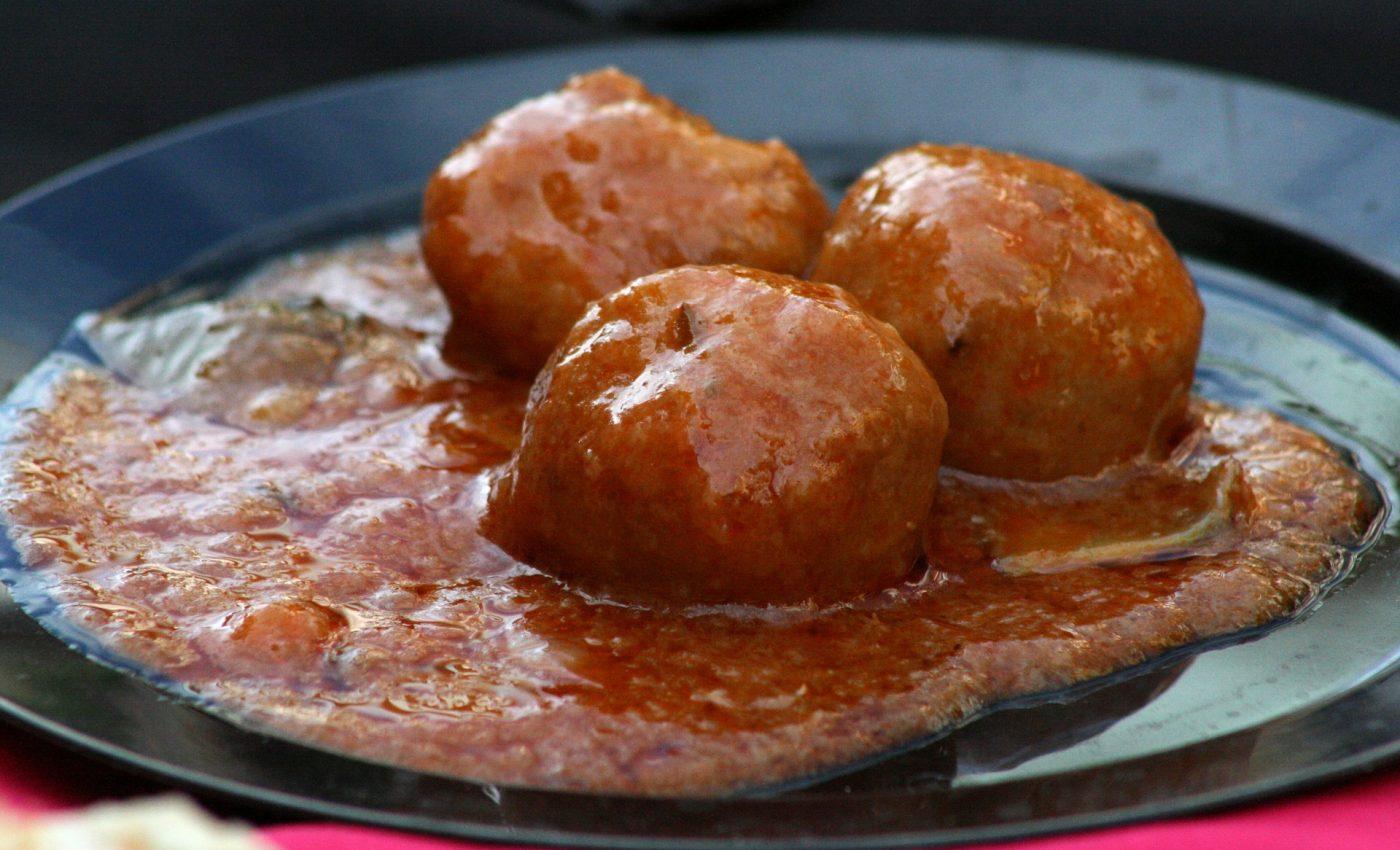 Perisoare de vita cu sos de mere - sfatulparintilor.ro - pixabay_com - food-1327830_1920