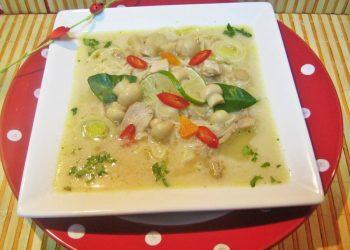 Supa tailandeza de pui cu lapte de cocos si lime