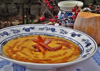 Supa crema de dovleac cu aroma de anason si baghetele caramelizate