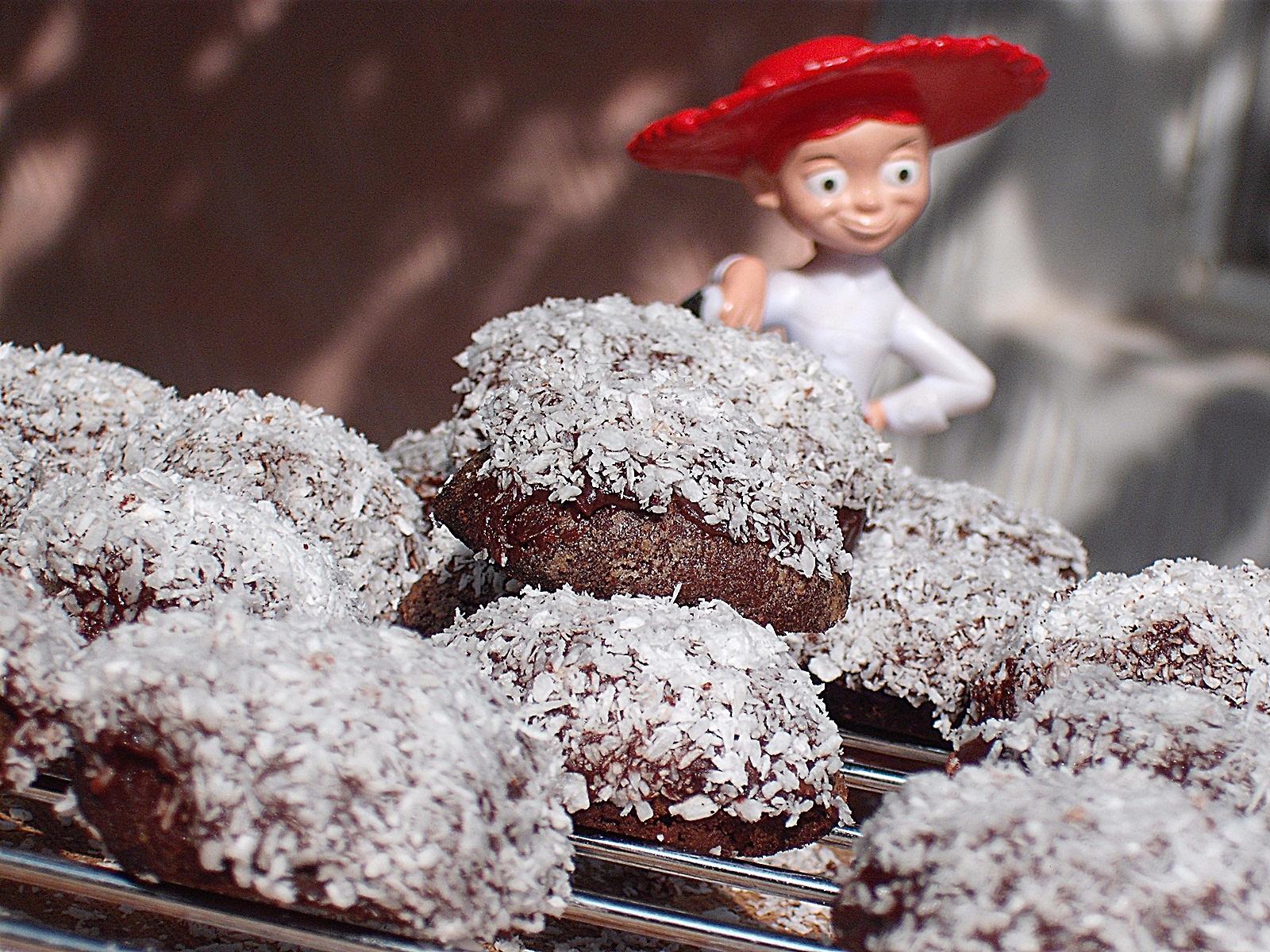 Fursecuri cu ciocolata si nuca de cocos deshidratata