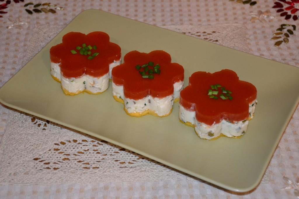 Cheesecake aperitiv cu topping de rosii