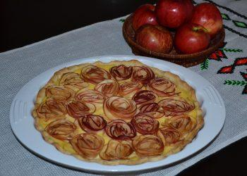 Tarta cu trandafiri din mere si crema de vanilie