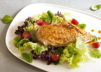 Piept de pui marinat cu legume - sfatulparintilor.ro - pixabay_com - fillet-poultry-2334514_1920