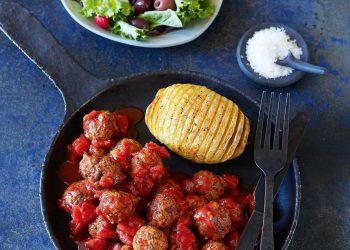 Chiftelute cu sos de rosii si oregano