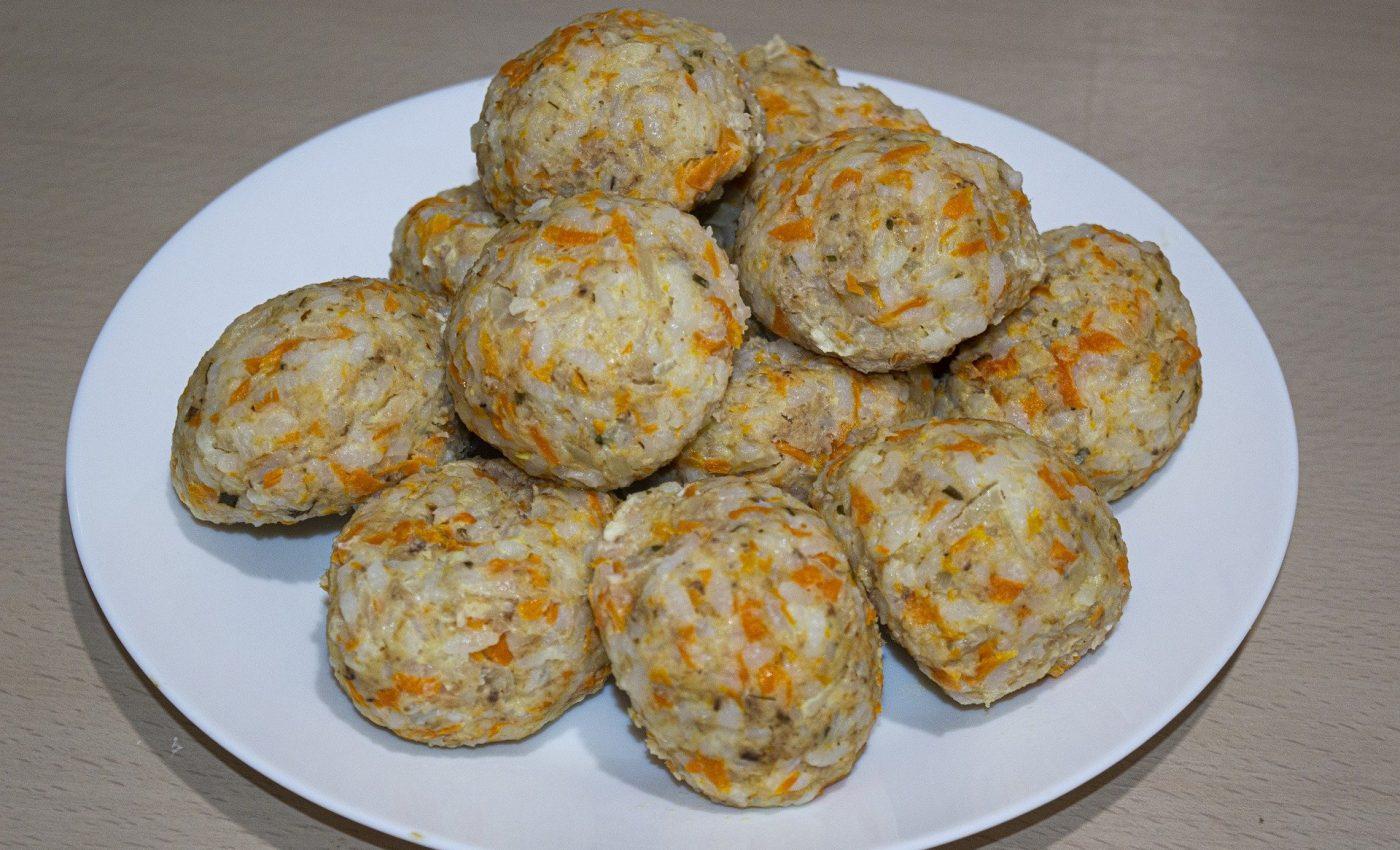 Chiftelute cu morcov marar si patrunjel - sfatulparintilor.ro - pixabay-com - meatballs-5043193_1920