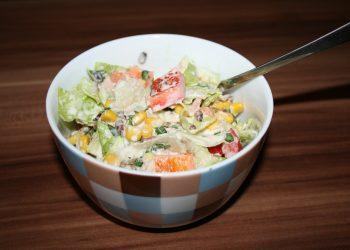 Salata cu porumb si cascaval - sfatulparintilor.ro - pixabay-com - salad-g1b003e591_1920