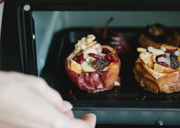 Baked apples with walnuts - sfatulparintilor.ro - pexels-tim-douglas-6210952