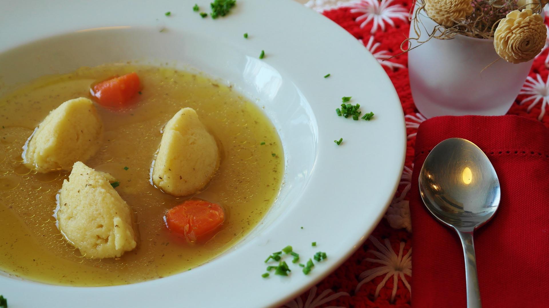 Supa de gaina de tara cu galuste