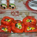 Ardei copți, umpluți cu vinete, măsline și ouă de prepeliță