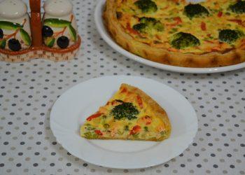 Tarta cu somon broccoli mazare și telemea