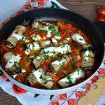 Rulouri de vinete în sos de roşii cu usturoi