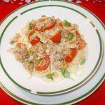 Paste (spaghete) cu ton, rosii si busuioc