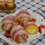 Cartofi umpluti cu mozzarella si ou fiert, inveliti in bacon