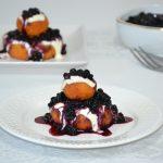 Papanași cu dulceață de afine