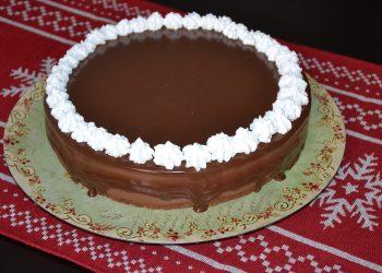 Tort cu crema de afine caise si ciocolata
