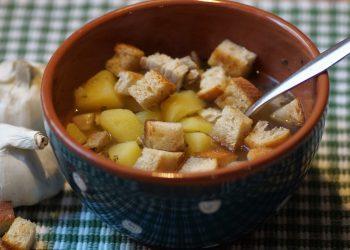 supa de taitei cu crutoane - sfatulparintilor.ro - pixabay_com - garlic-3942684_1920