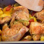 Friptura de pui cu garnitura de cartofi la cuptor