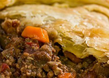 placinta cu carne de pui - sfatulparintilor.ro - pixabay-com - meat-pie-514423_1920