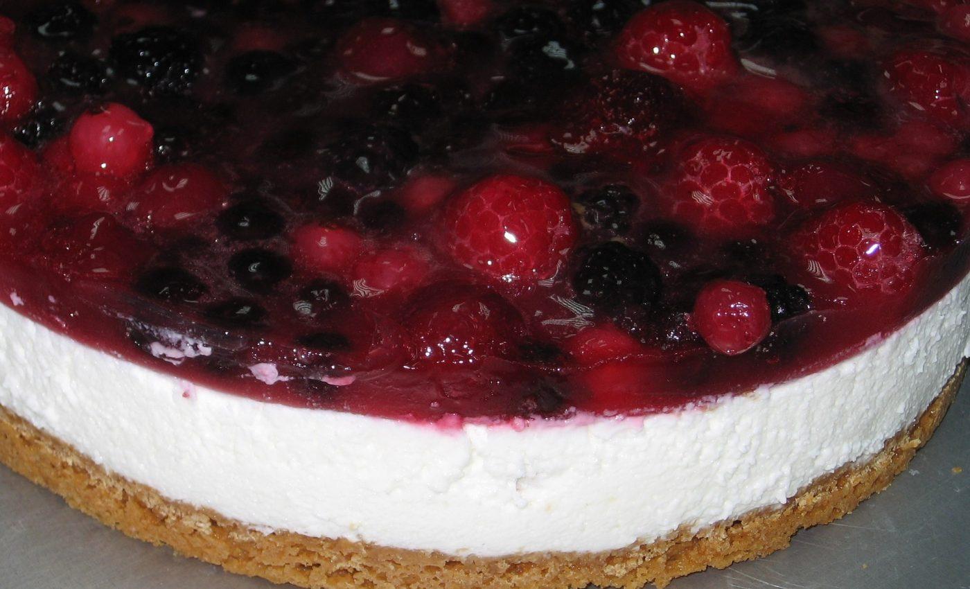 Tort de iaurt cu fructe de padure - sfatulparintilor.ro - pixabay_com - odette-1031802_1920
