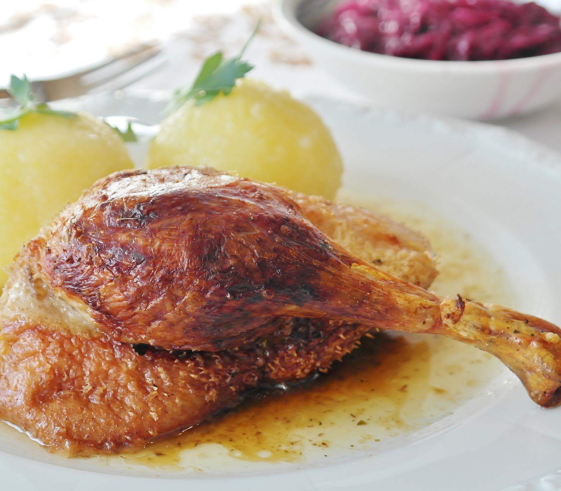 pui cu pere - sfatulparintilor.ro - pixabay_com - roast-duck-3698787_1920