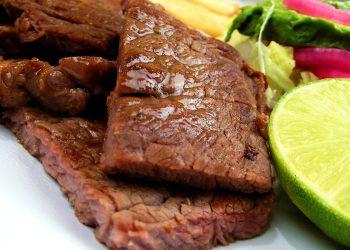 muschi de porc cu lamaie - sfatulparintilor.ro - pixabay_com - meat-237079_1920