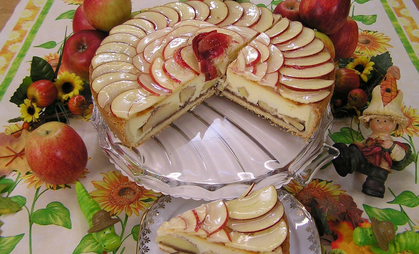 Tort festiv cu mere si crema de zahar ars