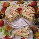 Retete de sarbatori: Tort festiv cu mere si crema de zahar ars