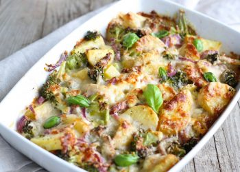 Cartofi cu legume la cuptor - sfatulparintilor.ro - pixabay_com - broccoli-1804446_1920