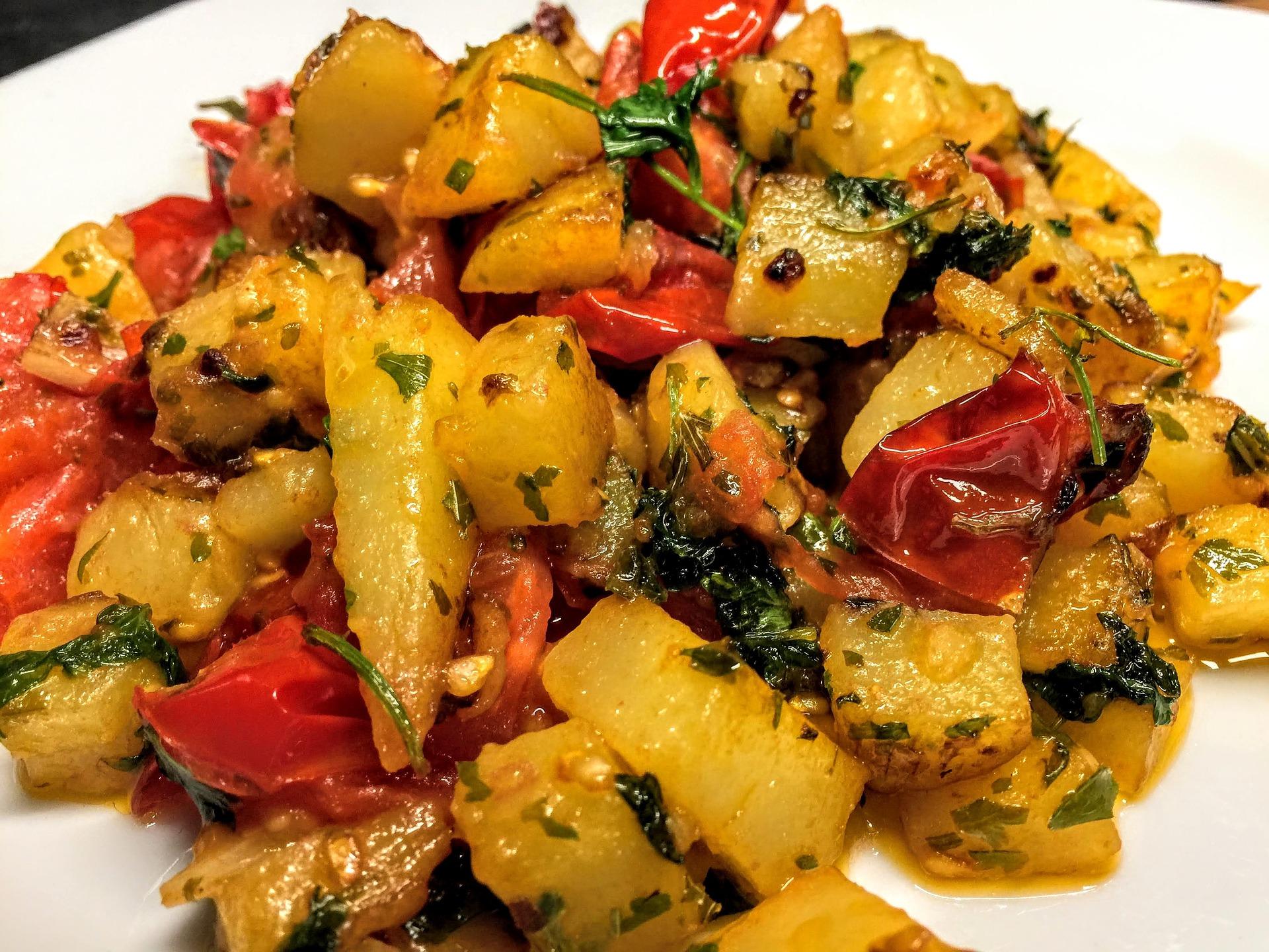 Salata de rosii cu cartofi - sfatulparintilor.ro - pixabay_com - potato-3560874_1920