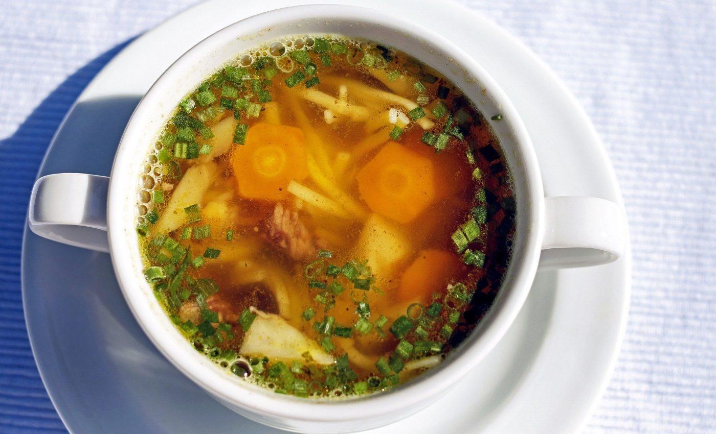 Ciorba de pui cu taitei - sfatulparintilor.ro - pixabay_com - soup-1503117_1920