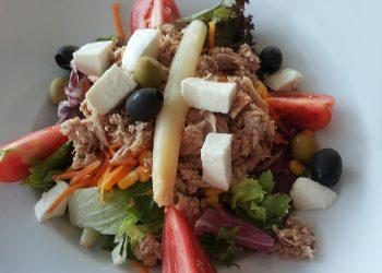 Salata de ton cu rosii si masline - sfatulparintilor.ro - pixabay-com - salad-1143601_1920