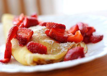 Clatite cu dulceata de capsune -sfatulparintilor.ro - pixabay_com - strawberries-932383_1920