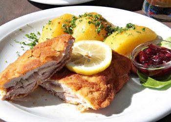 Snitele la cuptor cu cartofi taranesti - sfatulparintilor.ro - pixabay_com - cordon-4538108_1920