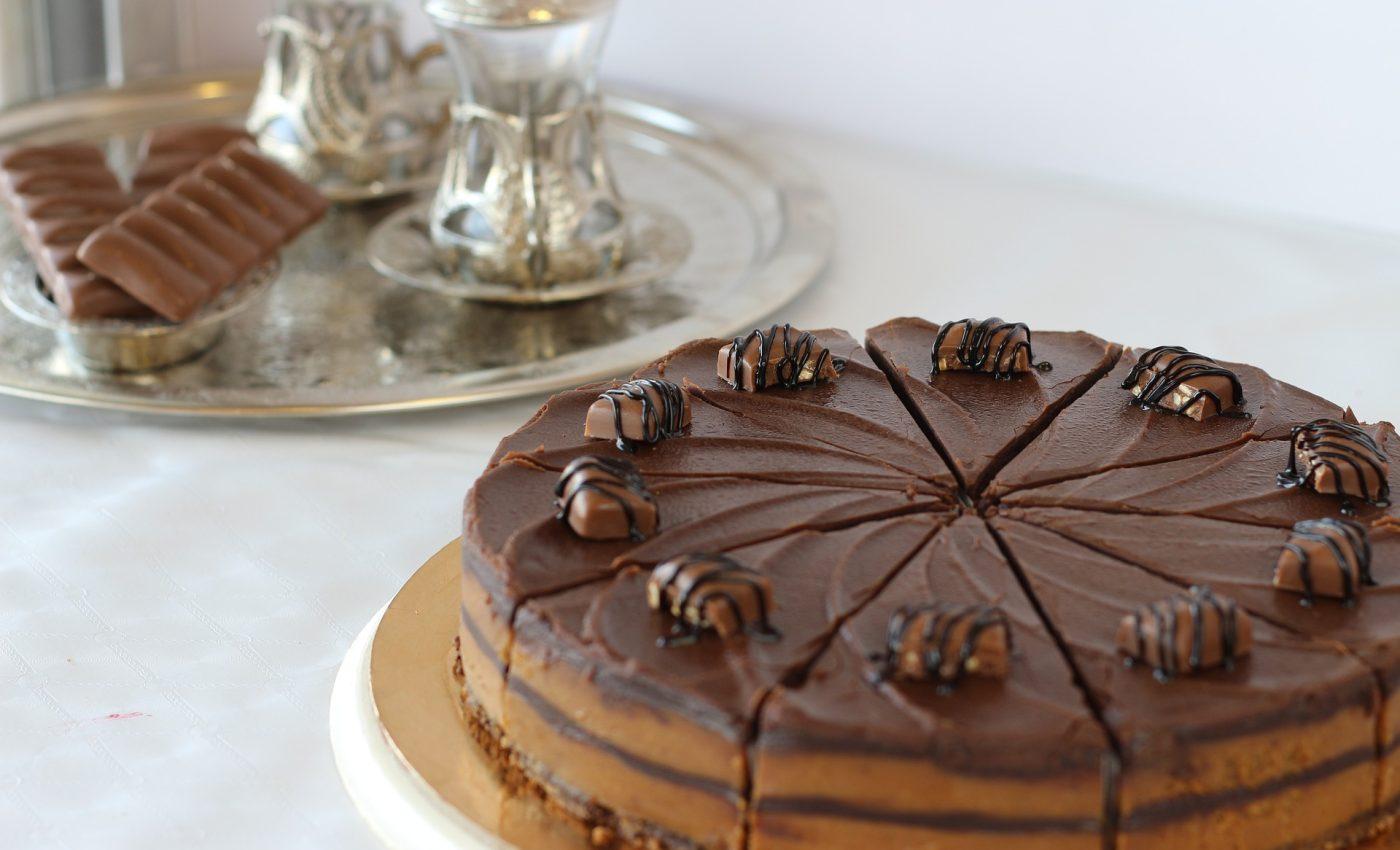 Tort cu crema de ciocolata - sfatulparintilor.ro - pixabay_com - bakery-5203442_1920