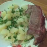 Piept de curcan pe gratar cu cartofi natur