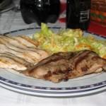 Reteta de Sarbatori: Friptura in saramura cu salata de cruditati