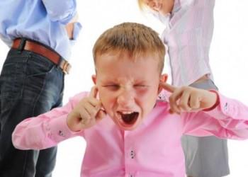 Iata 7 lucruri pe care copiii le fac deseori si care pe parinti, cel putin pe unii dintre ei, ii enerveaza la culme.