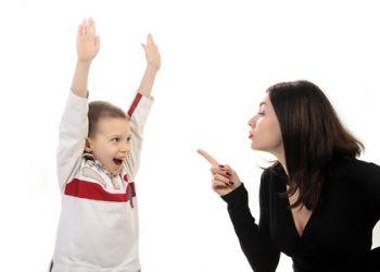 Adeptii educatiei pozitive ii indeamna pe parinti sa renunte la aceste cuvinte, insa sa-si pastreze fermitatea hotararilor folosind alternative mai putin restrictive