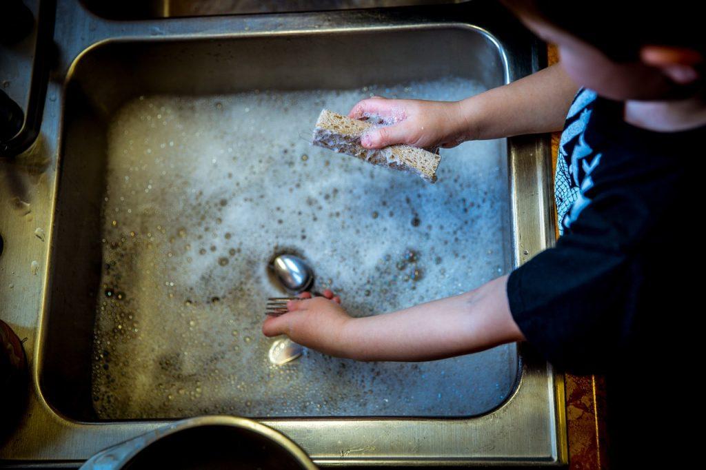 treburi casnice copii