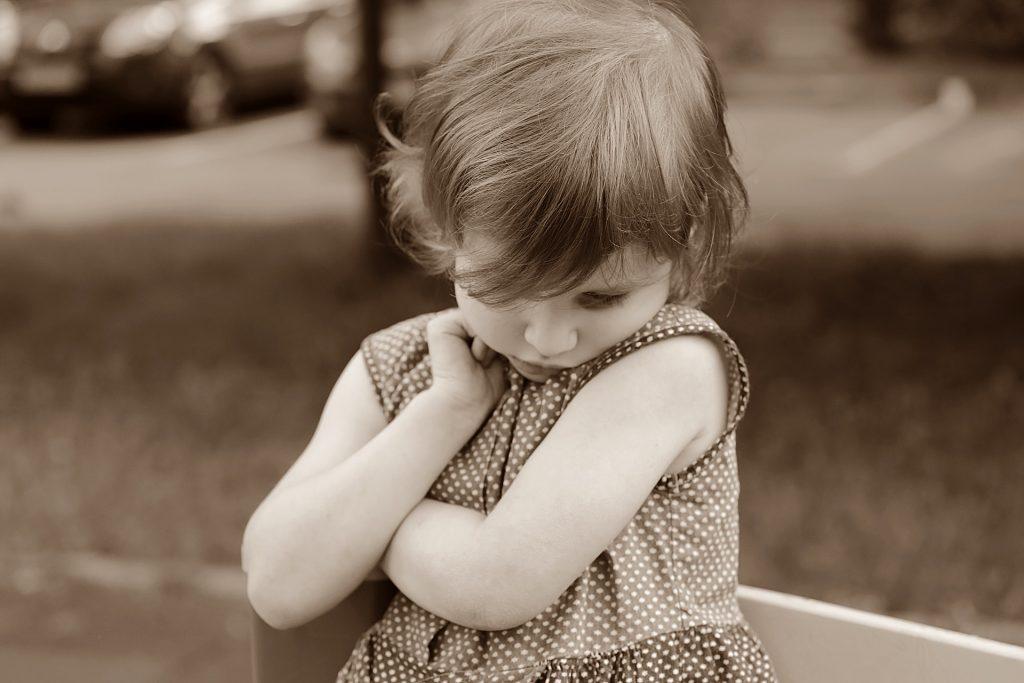 Cum apare timiditatea la copii