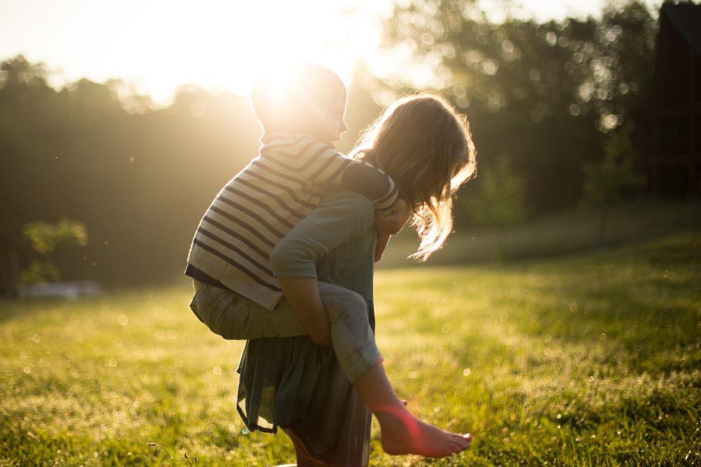 Copiii care îl iau pe NU în braţe - sfatulparintilor.ro - pixabay_com - boy-1846236_1920