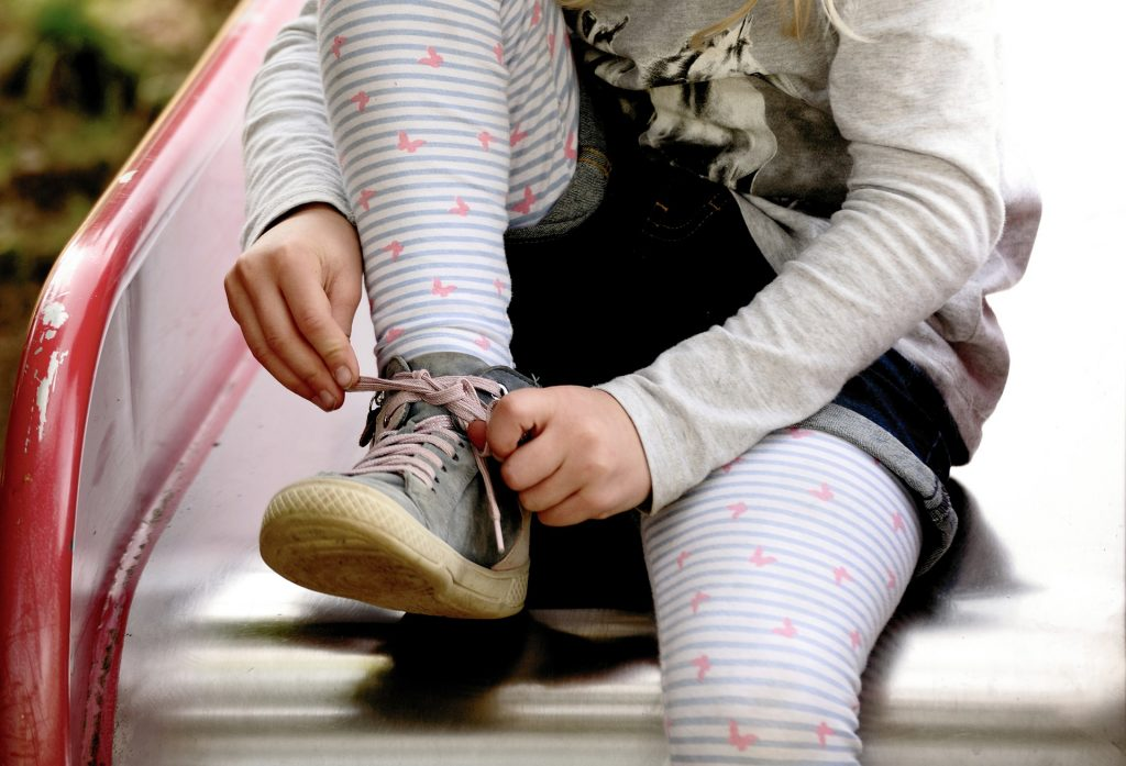 Motive sa-ti duci copilul la gradinita - sfatulparintilor.ro - pixabay_com - hands-4818426_1920