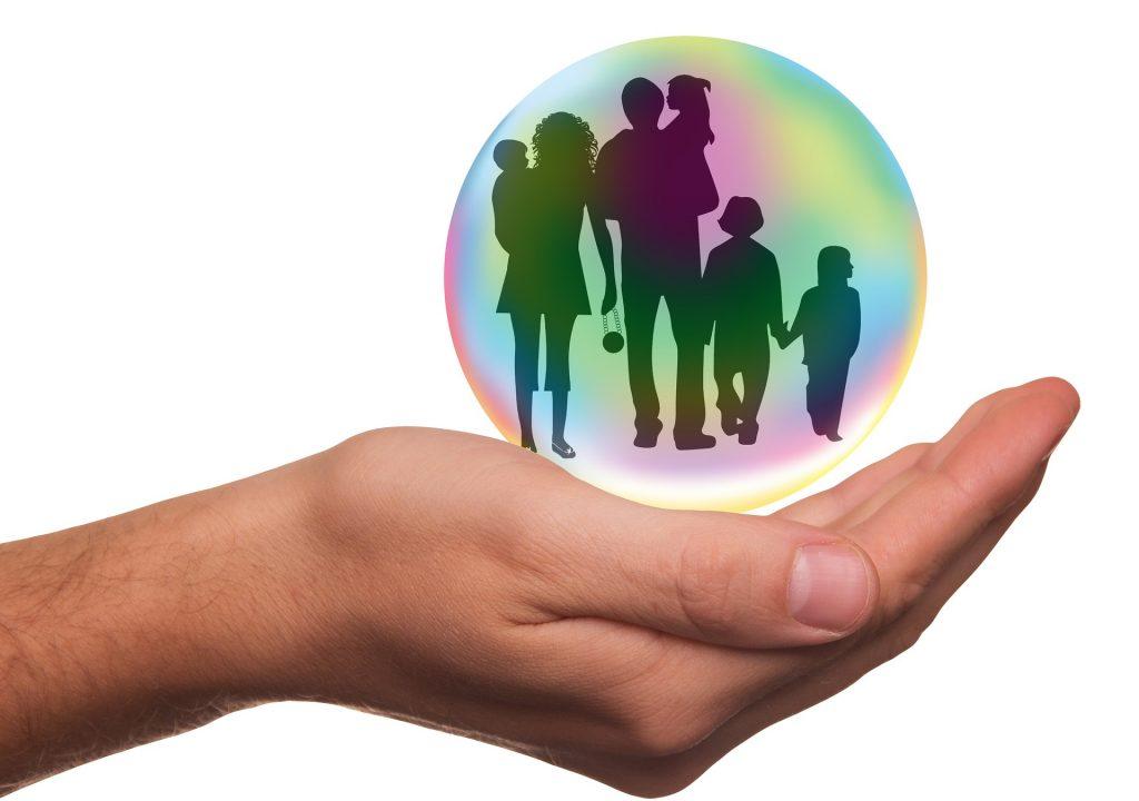 Educatie pozitiva - sfatulparintilor.ro - pixabay-com - insurance-1991216_1920