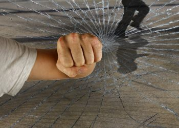 De ce sunt violenţi copiii - sfatulparitilor.ro - pixabay-com - violent-1166556_1920