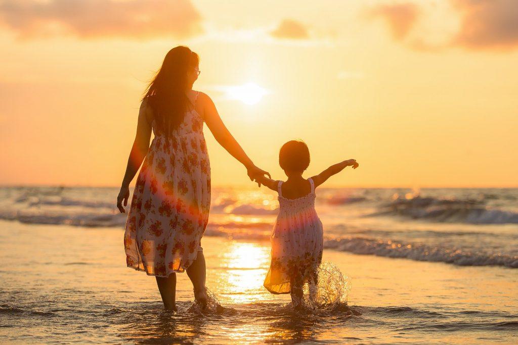 Sfaturi de crestere a copiilor - sfatulparintilor.ro - pixabay-com - adult-1807500_1920
