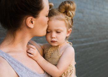 De ce trebuie sa iti imbratisezi copilul - SFATULPARINTILOR.RO - PIXABAY_COM- people-2566854