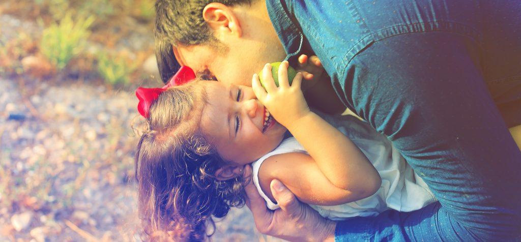 greseli de parinte - sfatulparintilor.ro - pixabay-com - parents-and-children-1794951_1920