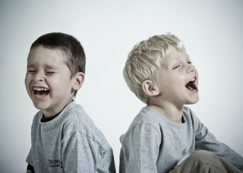 Cum arati copilului ca vorbesti serios - sfatulpairntilor.ro - pixabay_com - happy-286152_1920
