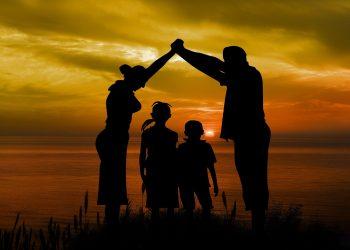 Ce trebuie sa stii despre anxietatea de separare - sfatulparintilor.ro - pixabay_com - family-1466262_1920